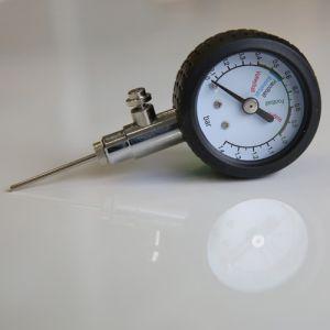 Merilec zračnega tlaka v žogah z ventilom